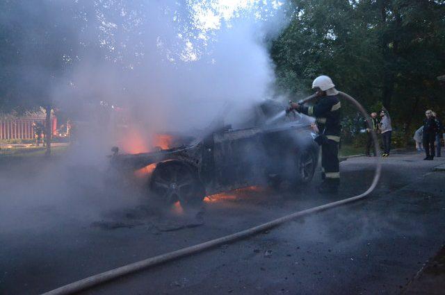 На Ровенщине подожгли машину известного чиновника