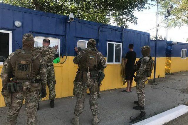 Брал по 20 тысяч в день: На Одесской таможни с поличным задержали инспектора
