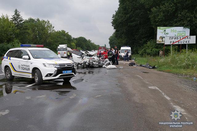 Легковушка выехала на встречную полосу и врезался в фуру: Еще одно жуткое ДТП в Хмельницкой области, в котором погибла целая семья