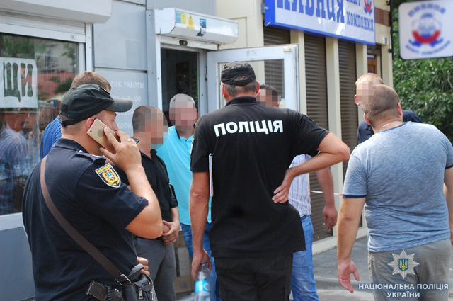 Стрельба в Одесской области: Неизвестные открыли огонь по торговцам у дороги