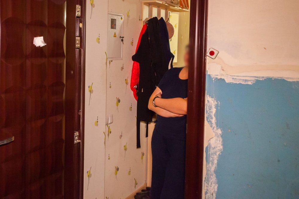 «Истерично кричал и звал на помощь»: Одиозная судья избила и выгнала из дома 6- летнего сына подруги