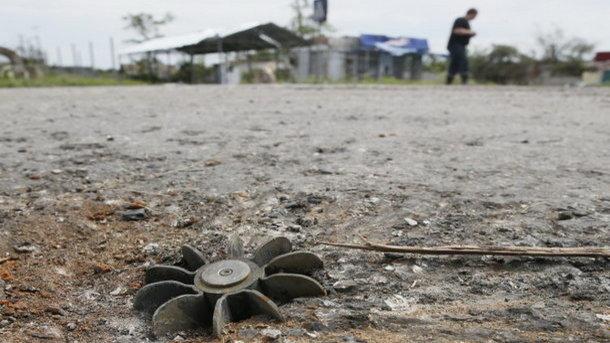 В Донецке трое подростков на кладбище подорвались на минах боевиков
