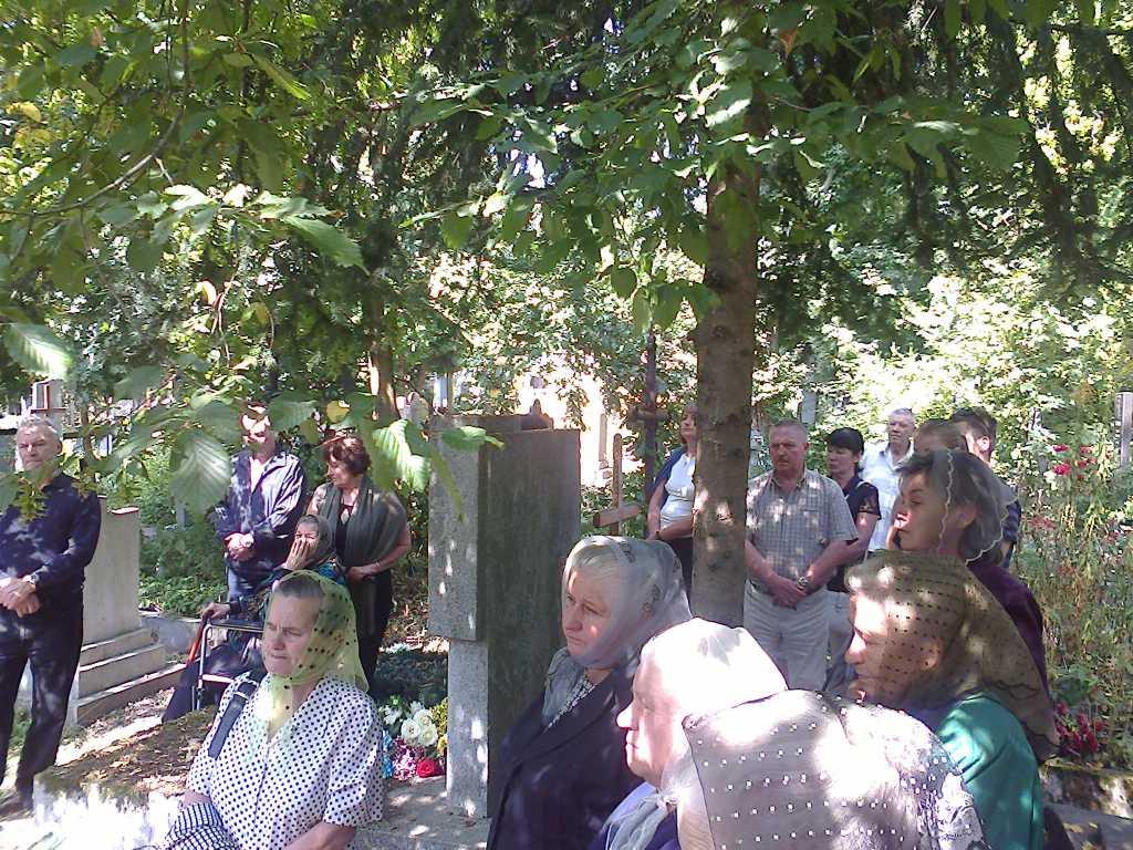 Отец нес гроб сына на кладбище: известный украинский боксер похоронил своего новорожденного ребенка