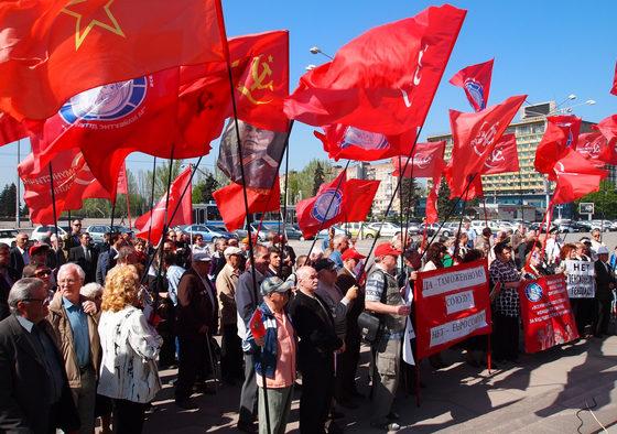 Облили зеленкой и разогнали: В Кривом Роге представители «Правого сектора» разогнал собрание коммунистов