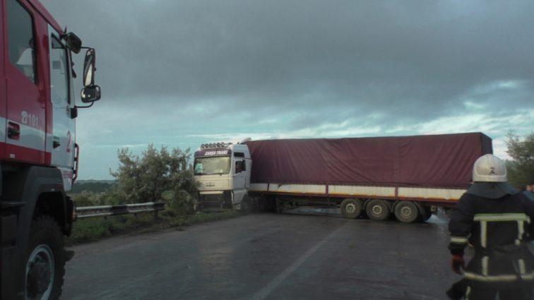 Жуткое ДТП под Черновцами: На скорости столкнулись 7 легковых автомобиля и 2 грузовика