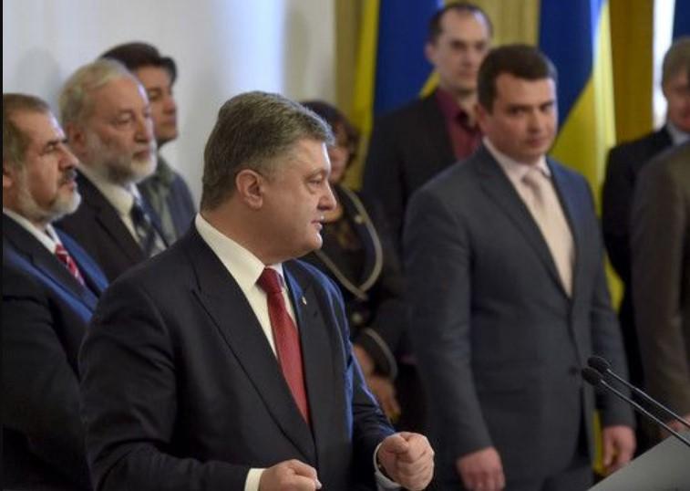 «Говорили тет-а-тет»: Журналисты сняли ночную встречу Сытника дома у Порошенко
