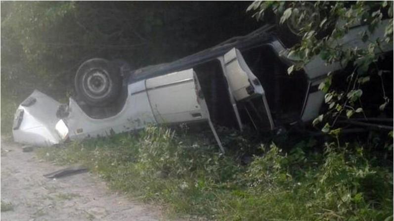 В Хмельницкой области перевернулся автомобиль с людьми: пострадали взрослые и ребенок