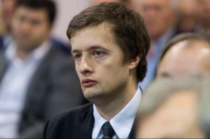 Надеялся, что его не узнают: «Евробляхеры» устроили погоню за Порошенко-младшим