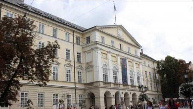 Ворвались и выдвинули требования: во Львове радикалы заблокировали сессию горсовета