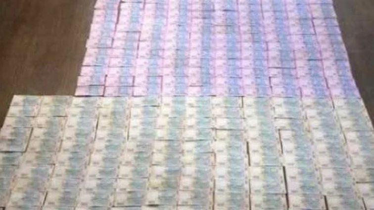 Требовал 130 тысяч гривен: На взятке задержали влиятельного чиновника
