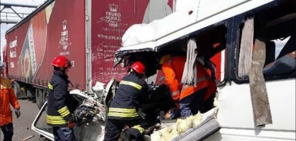 «Тащило еще 30 метров!»: Очевидец рассказал жуткие подробности ДТП под Житомиром