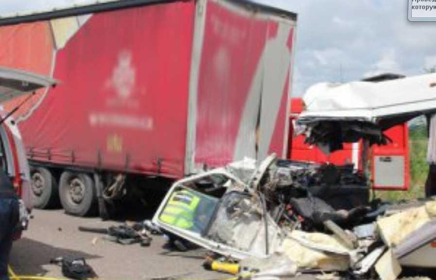 «В один момент их не стало»: Мальчик из России потерял мать и сестру в аварии в Житомирской области