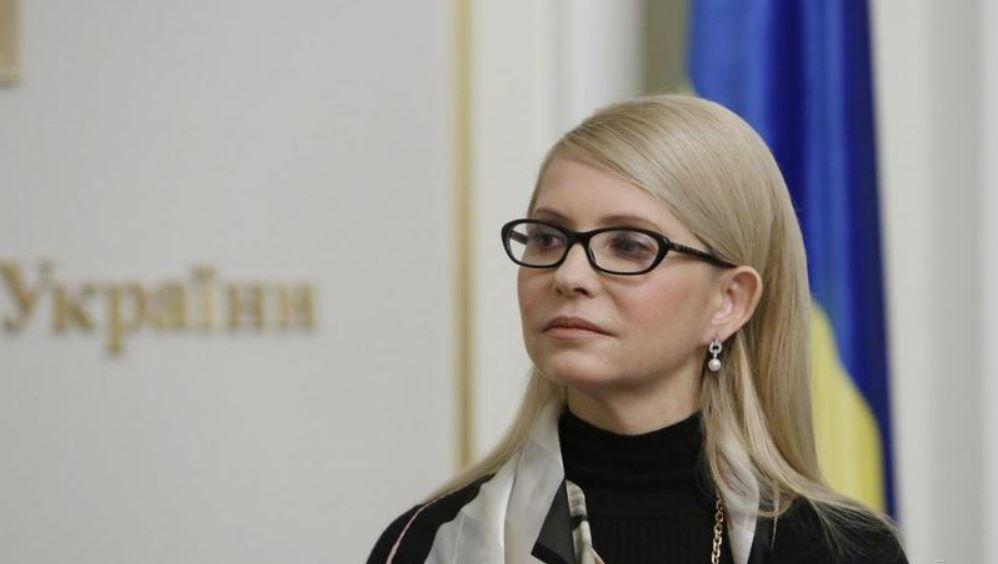 «Опять к Коломойскому?»: Тимошенко в белом заметили в аэропорту