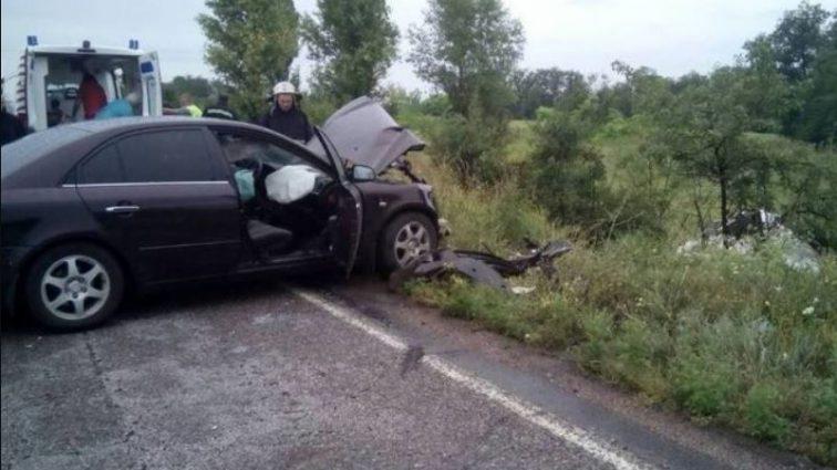 В результате столкновения двух автомобилей на Днепропетровщине погиб один человек, пять пострадали