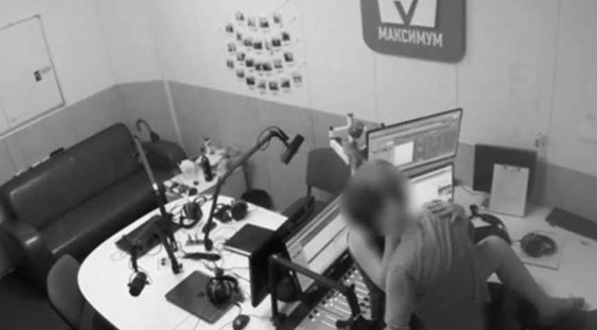 «Занялись» этим «в прямом эфире»: Сотрудники известной украинской радиостанции устроили развратное свидание (Видео18 +)