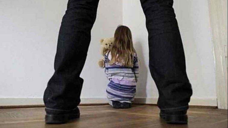 Заставил не рассказывать маме: Отец на протяжении 8 лет насиловал свою маленькую дочь