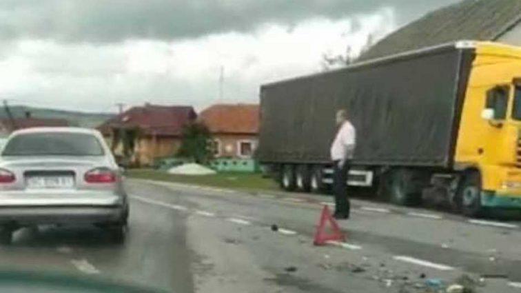Массовое ДТП во Львовской области: две легковушки столкнулись с фурой, 8 пострадавших, из них 2 детей
