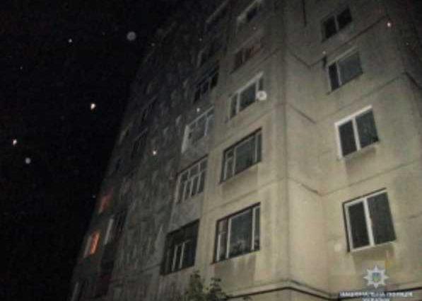 Зарубил отца и тяжело травмировал мать: в Чернигове полиция задержала подозреваемого