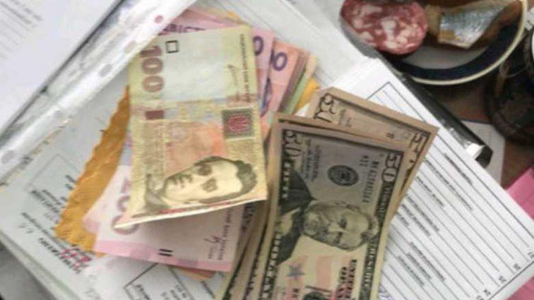 По 600 долларов за справку: В Одессе разоблачили врачей, которые требовали деньги у инвалидов