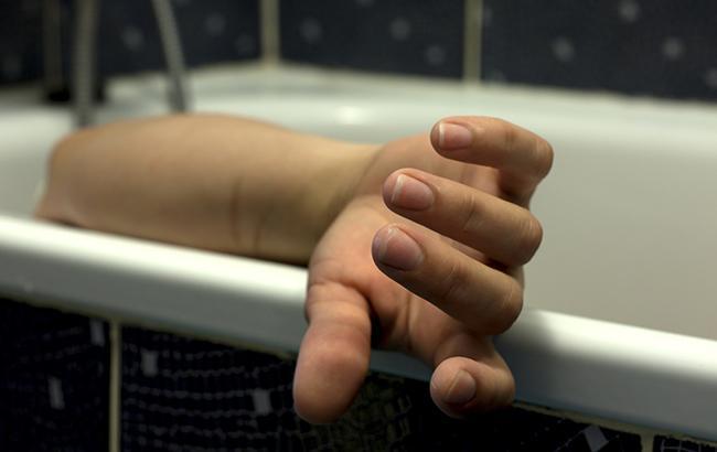 «Стояла на коленях в ванной с головой, спущенном в воду»: Военный жестоко расправился со своей любимой