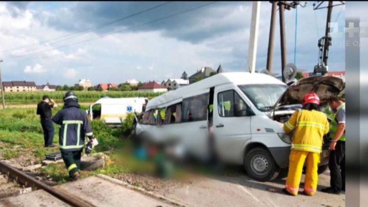 Смертельное ДТП на Буковине: Автобус с пассажирами попал под товарный поезд
