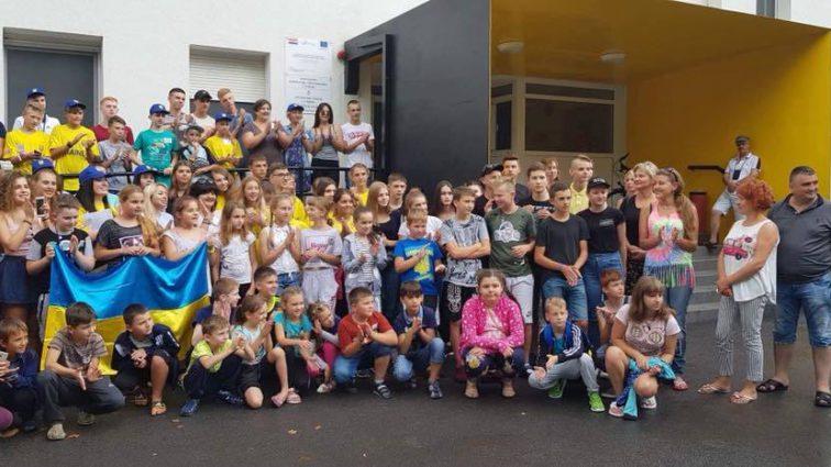 Новый громкий скандал: Чиновники вместо сирот отправили на отдых в Хорватию детей мажоров