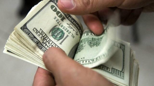 Приближается к психологической отметке: украинцам рассказали, что происходит с курсом валют