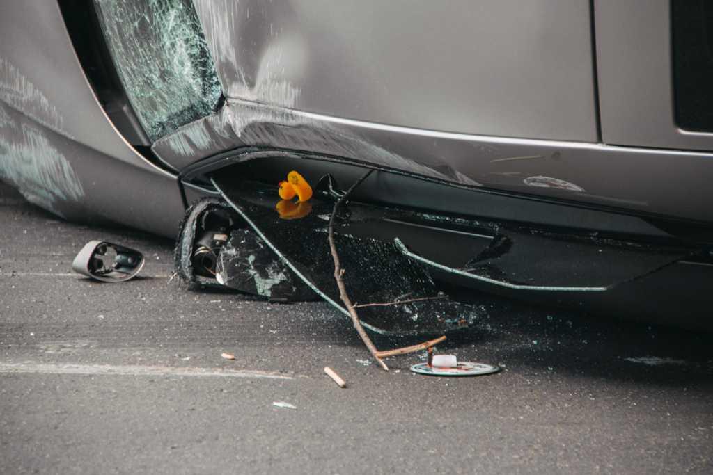 Жуткое ДТП в Киеве: девушка на Audi влетела в два автомобиля и несколько раз перевернулась