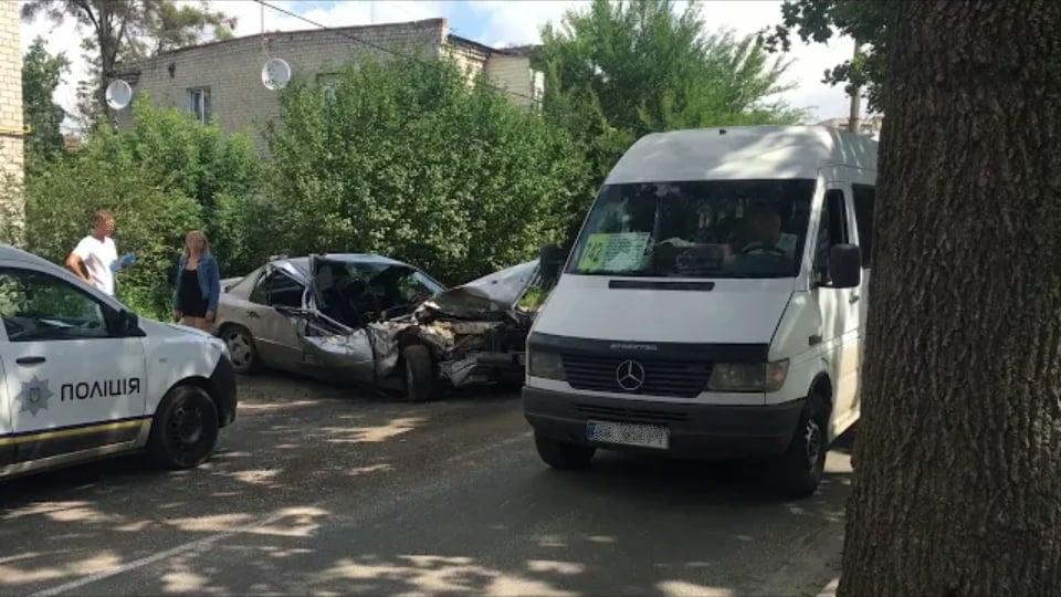 Под Киевом пьяный на большой скорости протаранил автобус с пассажирами