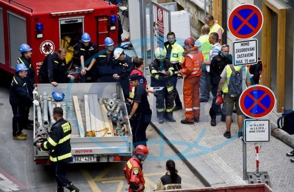 Трагедия на заработках: Трое украинцев пострадали в Чехии во время обрушения здания