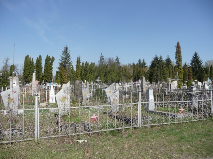 «Шли на могилу товарища»: На кладбище трое детей подорвались на мине