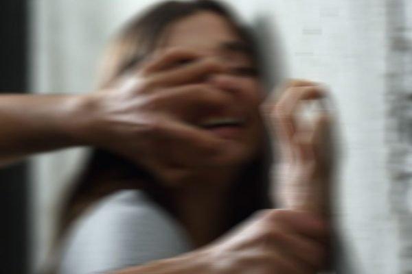 В Днепропетровской области мужчина заманил и жестоко изнасиловал 10-летнюю девочку