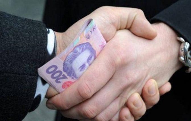 В Киеве на взятке задержали влиятельного чиновника