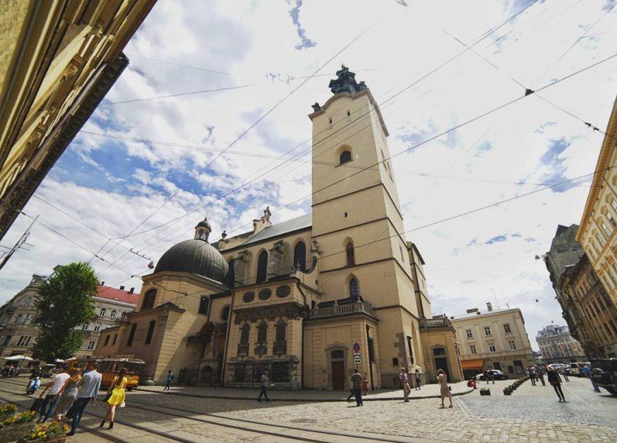 Стрельба в центре Львова: Неизвестный открыл огонь по людям