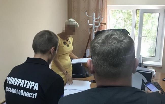 В Одессе на взятке поймали чиновницу