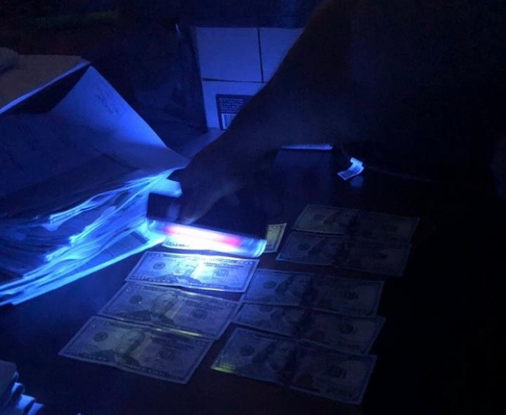 Поймали с поличным: СБУ разоблачила на взятке чиновника Нацполиции