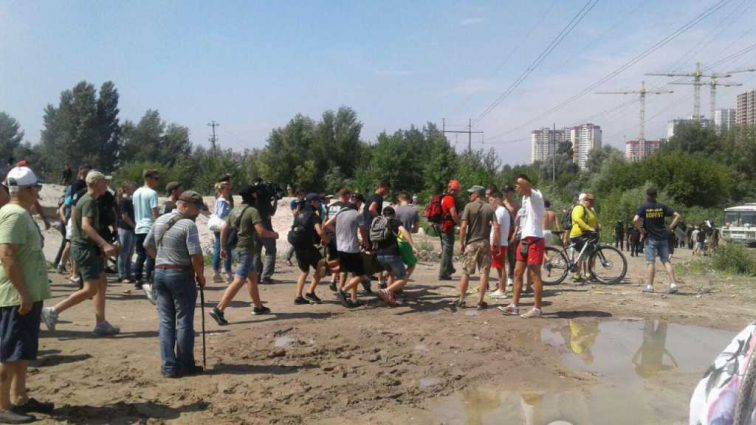 В Киеве в ходе массовой драки с полицией пострадал нардеп