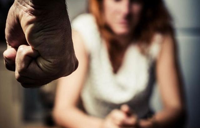 Затянул ее на обочину в кусты: Во Львовской области мужчина напал на двух девушек, одна из них жестоко изнасилована