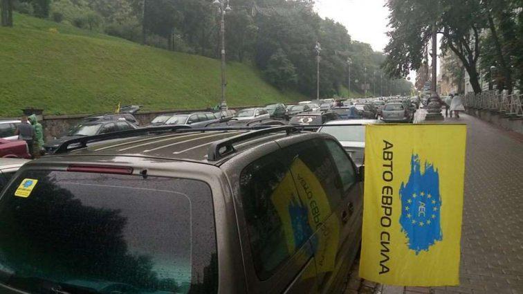 Митинг не утихает: Водители на еврономерах сделали новое громкое заявление
