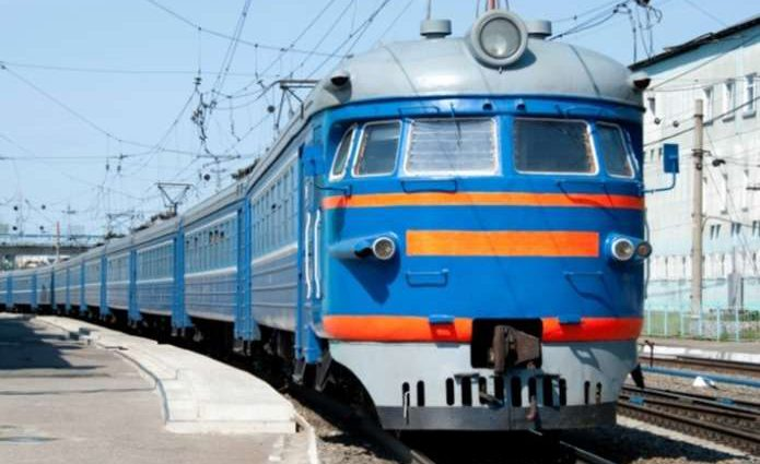 «Люди падали с верхних полок»: В Запорожской области из-за неосторожности пассажирский поезд столкнулся с локомотивом