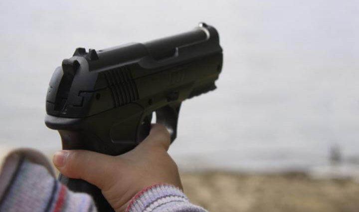 Была убита маленьким сыном: трехлетний ребенок выстрелил в молодую женщину