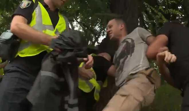 Масштабный Крестный ход в Киеве: появилось первое видео столкновений