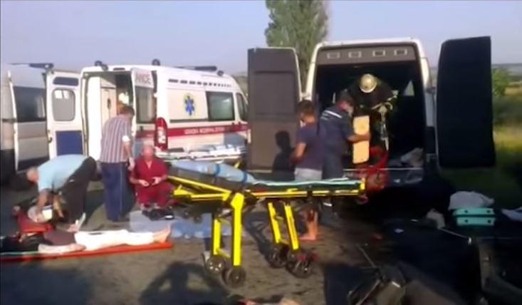 Пассажиров вырезали из кучи металла: В жутком ДТП с автобусом и фурой есть жертвы