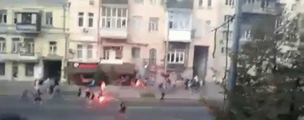Крики и громкие взрывы: появились подробности массовой драки футбольных фанатов в Киеве
