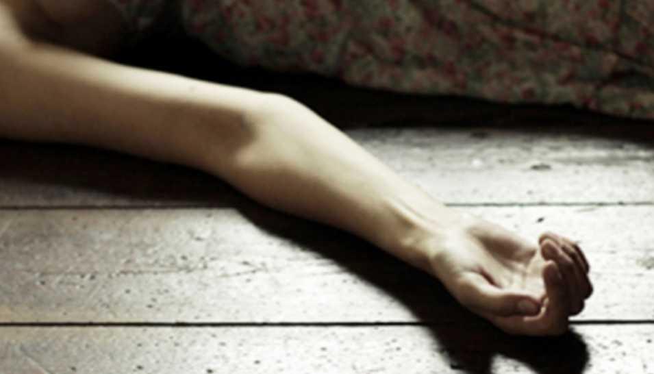 Сиротами осталось четверо маленьких детей: Молодая женщина найдена мертвой в хозяйственной пристройке