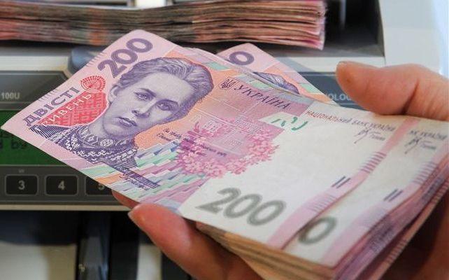 Почти 1 тыс. грн доплаты: Кто получит материальную помощь ко Дню Независимости Украины