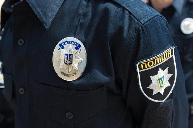 «Упала посреди улицы»: во Львове патрульный спас женщину