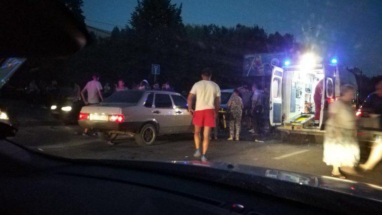 Смертельное ДТП: Во Львове 19-летний юноша на бешеной скорости сбил семью с ребенком