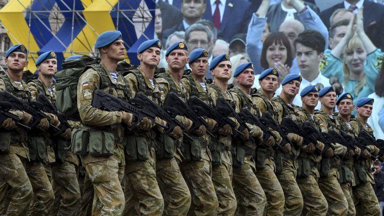 Комбезы сменить на жупаны!Как в армии относятся к изменению приветствия на «Слава Украине»