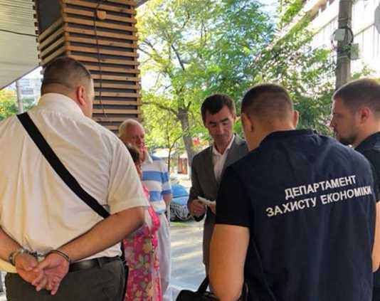 Чиновник спутал сборы и поборы: Луценко сообщил о громком задержании чиновника-взяточника ДФС